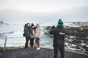 tourists-taking-pictures-at-icelands-natural-wonders