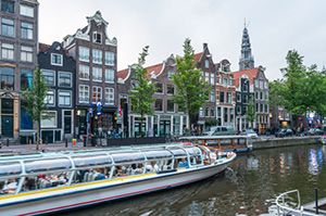 canal-dinner-cruise-in-amsterdam