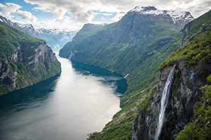 cruise-the-majestic-geirangerfjord