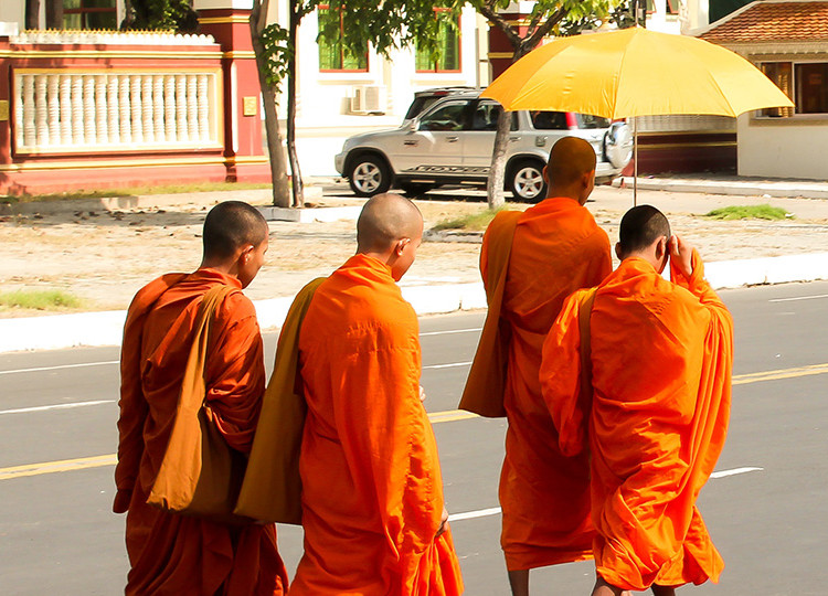 Road to Phnom Penh | Topdeck Travel